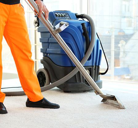عمال نظافة في عجمان